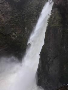 Pailon del diablo, cascata