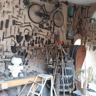Ferlice Ragazzo, collezionista trovarobe, ispirato dal nonno contadino